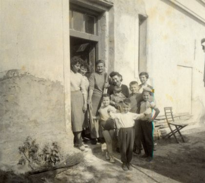 """Lysáci před """"brigádou"""", v popředí bráška Mirek, já stojím vpravo"""