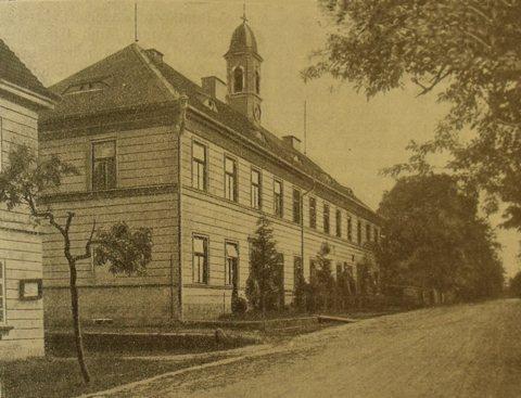 Valteřická škola v plné kráse. Obrázek ze školní kroniky