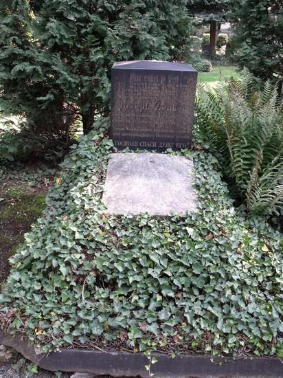Hrob Franze Zenkera na drážďanském hřbitově