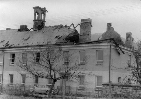 Škola po požáru v listopadu 1978